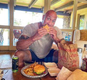 Dwayne Johnson (The Rock) étrend