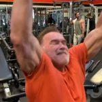 Sürgősen találj ki egy újévi fogadalmat, mert a 71 évesen is baromi izmos Arnold eljön érted!