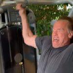 """Így """"lábadozott"""" Arnold, miután Dél-Afrikában lerúgták egy rendezvényen"""