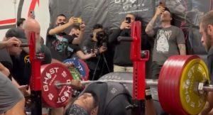 Julius Maddox 355 kg fekvenyomás