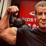 Szerintetek mit tol a lassan 75 éves Stallone?